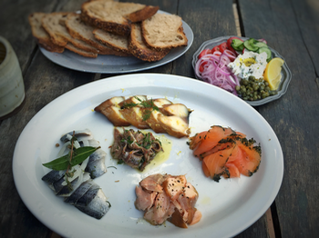 Smoked fish sampler